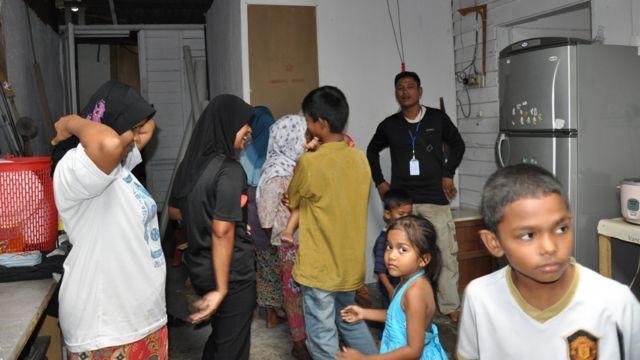 Keluarga Rohingya di dapur