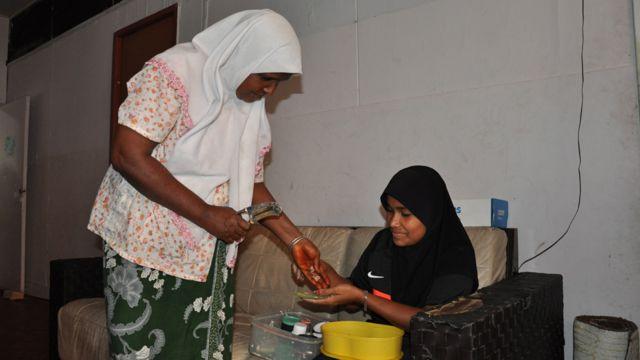 Dua perempuan Rohingya