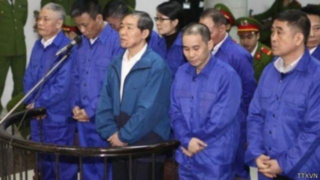 Ông Dương Chí Dũng và các bị cáo khác tại phiên tòa