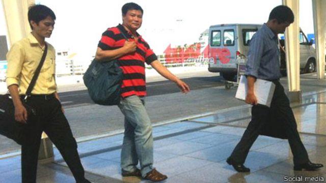 Blogger Trương Duy Nhất bị di lý ra Hà Nội hôm 26/5