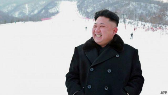 Hình ảnh mới nhất của ông Kim Jong-un là tươi cười tại lễ khánh thành khu trượt tuyết