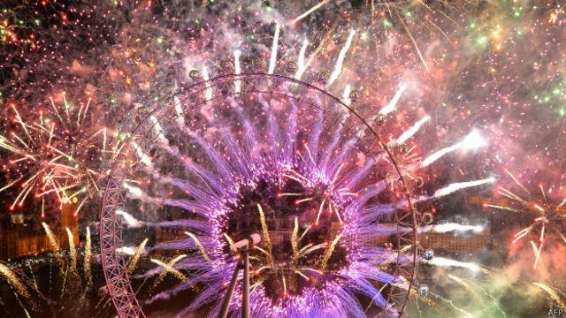 伦敦泰晤士河畔的焰火(01/01/2014)