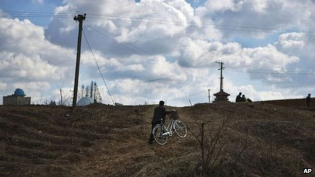 Bicicletas e cabos elétricos (arquivo/AP)