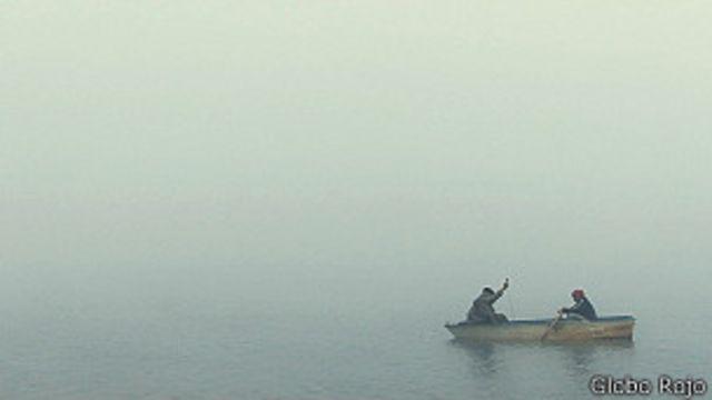 Bote navegando