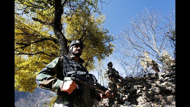 وتوترت العلاقات بين الهند وباكستان في الأشهر الماضية بعد اندلاع سلسلة من الاشتباكات بمنطقة الحدود.