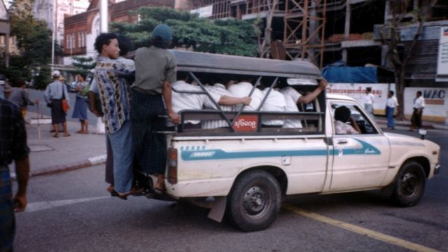 仰光出租车,2000年资料图片
