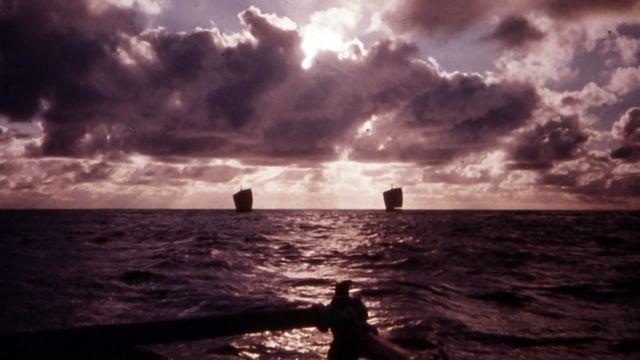 Balsas en el mar. Cortesía de Mike Fitzgibbons