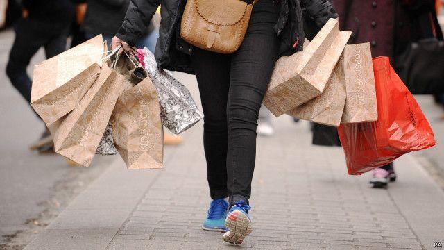 Consumidor vai às compras | Crédito: PA