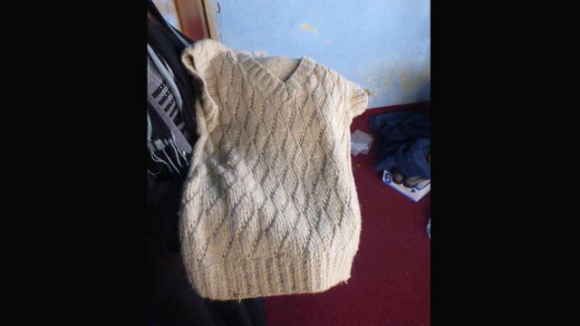 این بلوز که از کشمیره تولید شده است، پنجهزار افغانی (حدود صد دلار) قیمت دارد