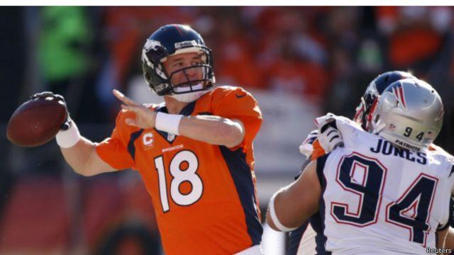 Peyton Manning en el partido contra Nueva Inglaterra.