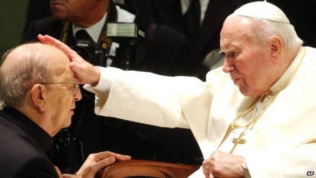 Marcel Marcial con el papa Juan Pablo II