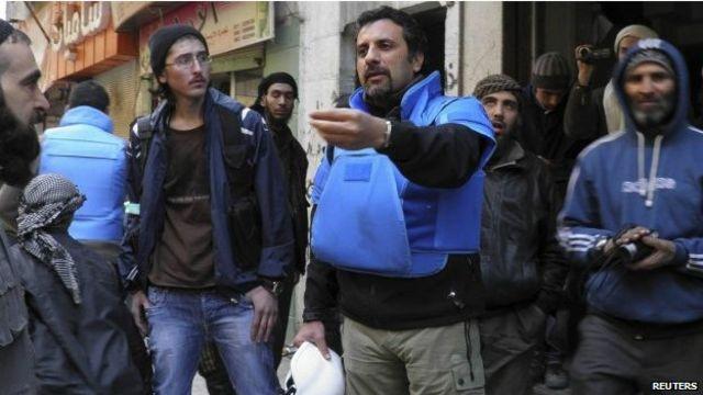 يأمل عمال الإغاثة في توصيل معونات إنسانية للمحاصرين في حمص وإخراج غير المقاتلين منها.