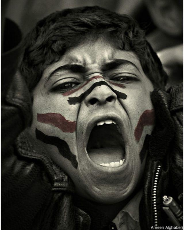 متظاهر في ميدان التغيير، صنعاء - أمين الغابري 2011