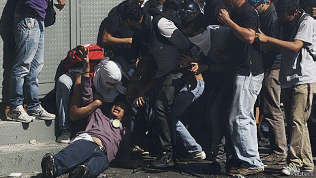 Protestas en Caracas dejan varios heridos
