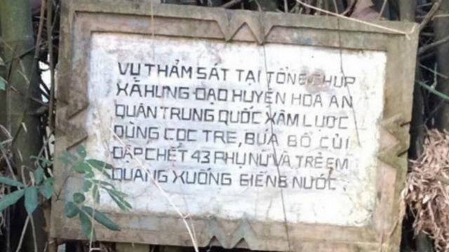 Bia tưởng niệm cuộc thảm sát ở Tổng Chúp, Cao Bằng, năm 1979