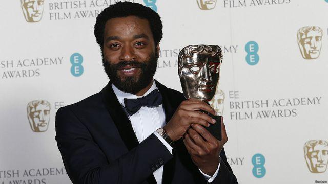 အကောင်းဆုံး သရုပ်ဆောင်မင်းသားဆု ရရှိသူ Chiwetel Ejiofor။ (12 Years a Slave ဇာတ်ကားမှာ Solomon Northup အဖြစ် သရုပ်ဆောင်)