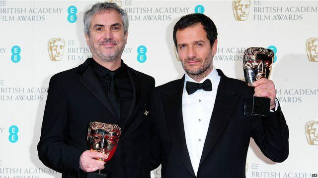 ၂၀၁၄ ဗြိတိန် ရုပ်ရှင် ထူးချွန်ဆုပေးပွဲမှာ Gravity ရုပ်ရှင်က ဗြိတိသျှ ရုပ်ရှင်ဆု အပါအဝင် ဆု ၆ ဆုကို ဆွတ်ခူး။ (Gravity ဒါရိုက်တာ Alfonso Cuaron(ဝဲ)နဲ့ ရုပ်ရှင် ထုတ်လုပ်သူ David Heyman)