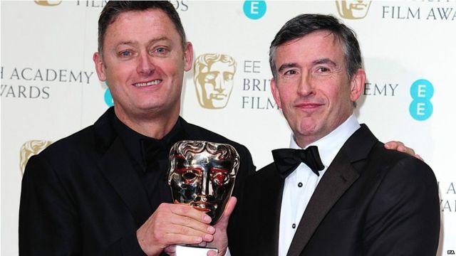 ဇာတ်ညွှန်းဆုကို Philomena ရုပ်ရှင် ဇာတ်ညွှန်းဆရာ Steve Coogan (ယာ)နဲ့ တွဲဖက် ဇာတ်ညွှန်းဆရာ Jeff Pope တို့ ရရှိ။