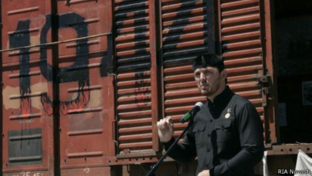 Мэр Грозного Ислам Кадыров выступает на Дне памяти и скорби 10 мая