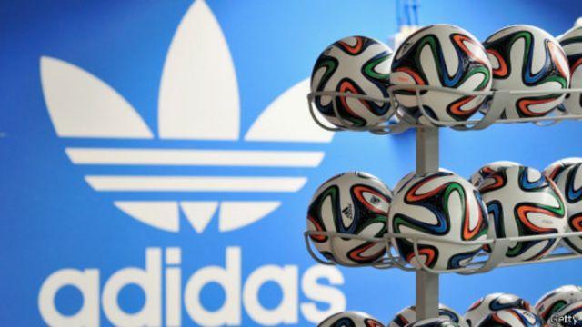 آدیداس یکی از اسپانسرهای اصلی جام جهانی و تامین کننده اختصاصی توپ این رقابتهاست