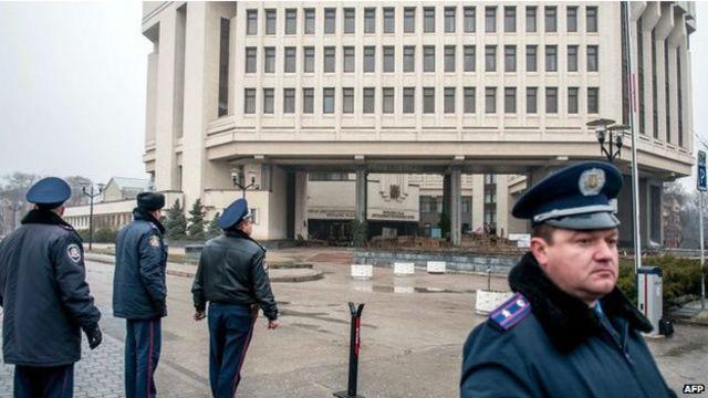 Здания правительства и парламента Крыма захвачены вооруженными людьми
