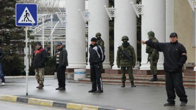 Военные в аэропорту Симферополя