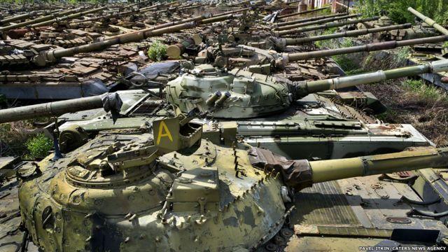 Tank-tank yang terbengkalai