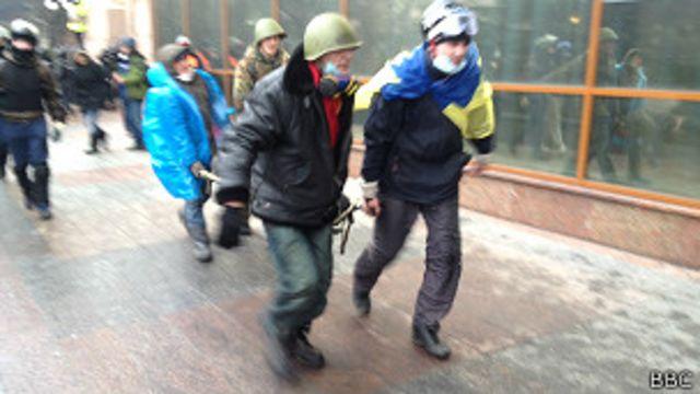 maidan_killed_stretcher
