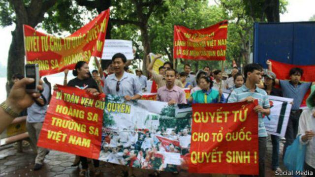 Bà Bùi Thị Minh Hằng là người tích cực tham gia các cuộc biểu tình chống Trung Quốc