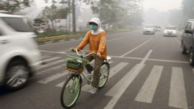 Indonesia membutuhkan pesawat amfibi pengebom air untuk membantu memadamkan kebakaran hutan dan lahan.