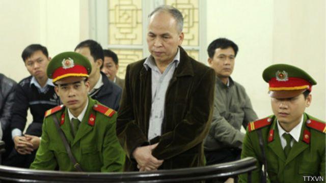 Ông Phạm Viết Đào tại phiên tòa sáng 19/3 ở Hà Nội