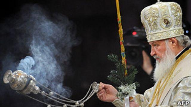 Обозреватели обратили внимание, что патриарха Кирилла не было на собрании в Кремле, когда Путин объявлял о присоединении Крыма