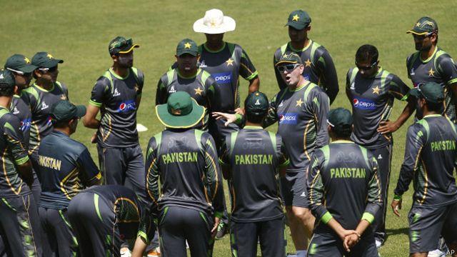 پاکستانی ٹیم کے سینئیر بلے باز یونس خان ایک بار پھر ون ڈے ٹیم سے ڈراپ کر دیے گئے ہیں