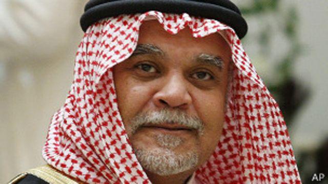 يعتبر الأمير بندر مهندس السياسة السعودية إزاء سوريا.