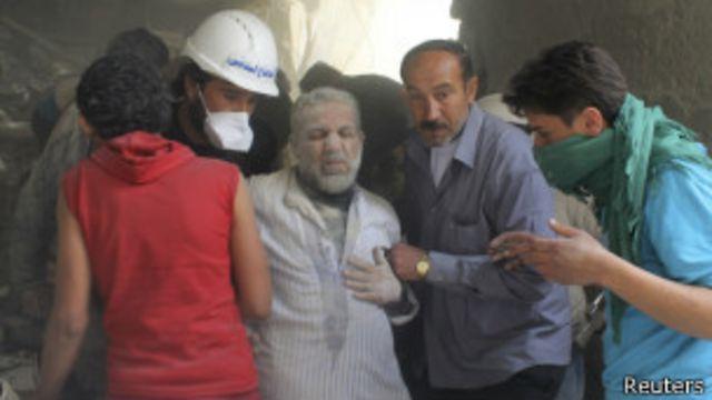 قتل عشرات الآلاف في الصراع السوري الذي بدأ قبل أكثر من 3 أعوام.