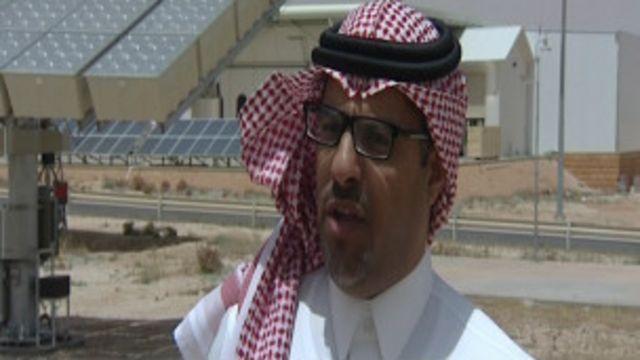 عادل الشهيوين مدير محطة أبحاث الطاقة الشمسية في العيينة.