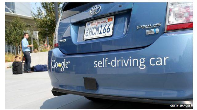 El coche de auto-conducción de Google está controlado por un ordenador,