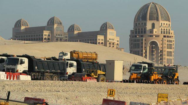 تیل اور گیس کی وجہ سے ہونے والی اس برق رفتار ترقی نے قطری معاشرے کو بھی بدل دیا ہے
