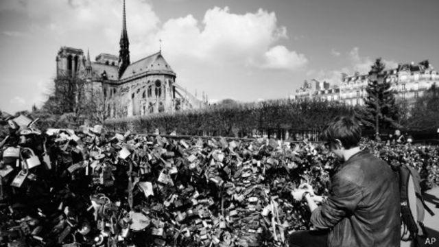 Candados frente a Notre Dame