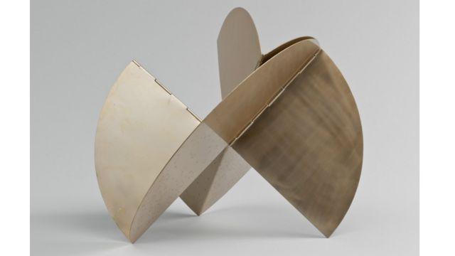 Exposição em Nova York reúne 300 obras e engloba as quatro décadas de carreira da artista brasileira