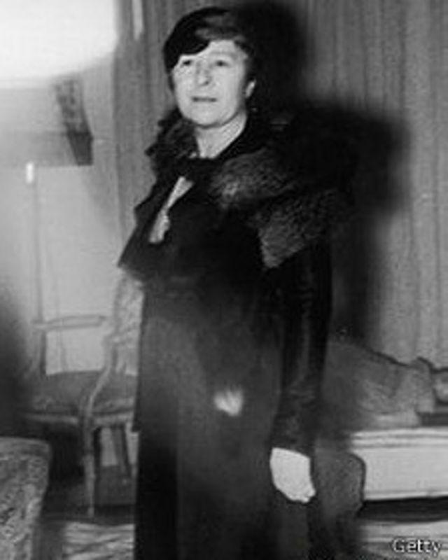همسر سامرست موآم به نام سیری ولکوم، آنها در سال ۱۹۲۹ از یکدیگر جدا شدند