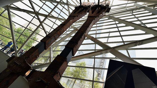 """""""Tridentes"""" del World Trade Center, dos columnas que formaban parte de la estructura del edificio."""