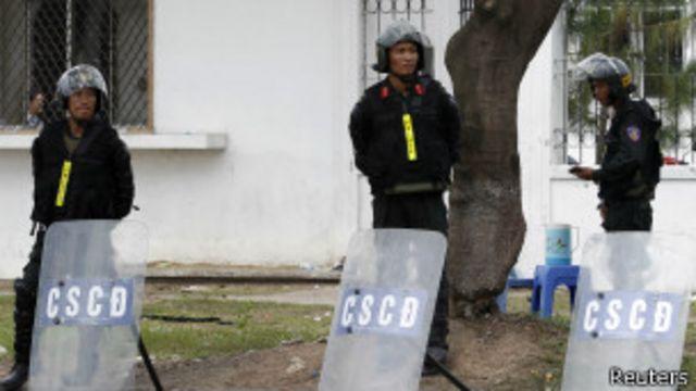 Cảnh sát chống bạo động phải tham gia bảo vệ các nhà máy ở Bình Dương (hình minh họa)