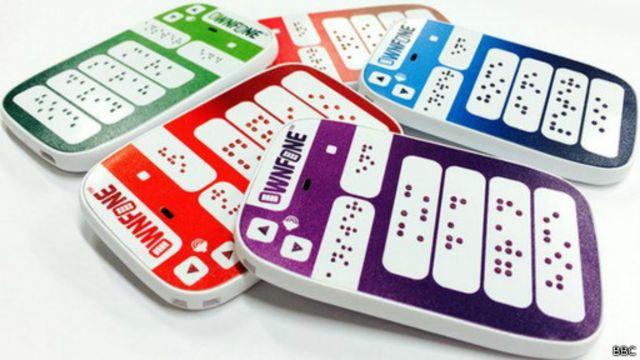 أطلقت الشركة البريطانية أونفون أول هاتف يعمل بطريقة برايل في الأسواق.
