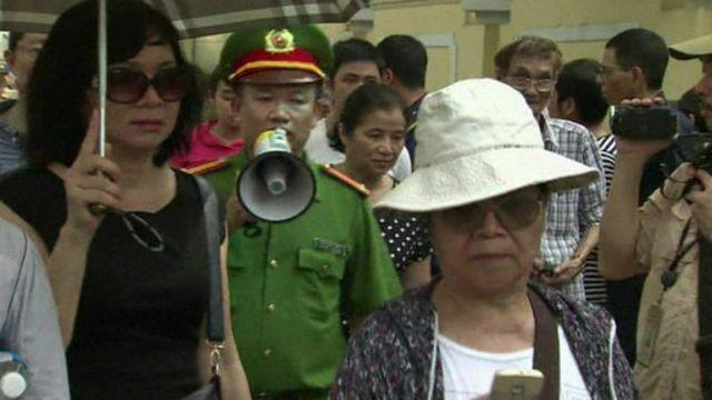 Việt Nam đã có hành động kiểm soát biểu tình sau các cuộc bạo loạn
