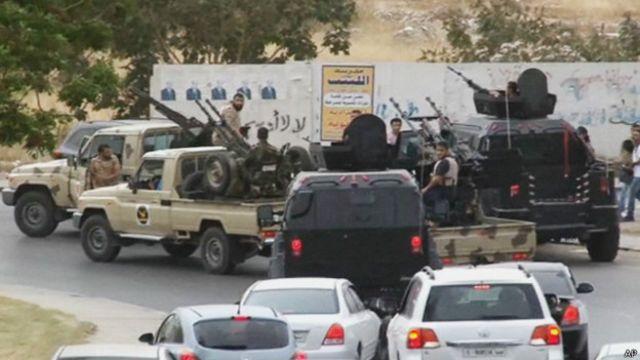 تمتلك بعض المليشيات المسلحة اسحلة ثقيلة كالدبابات والصواريخ.