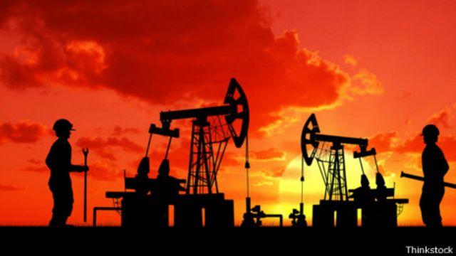 Trabajadores en yacimiento petrolífero