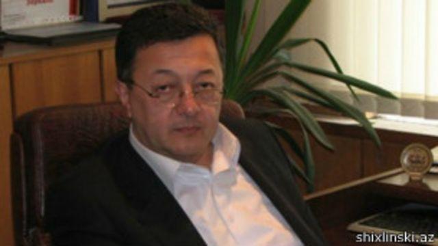 Elçin Şıxlının rəhbərlik etdiyi Ayna-Zerkalo qəzeti 1990-cı ildə təsis edilib.
