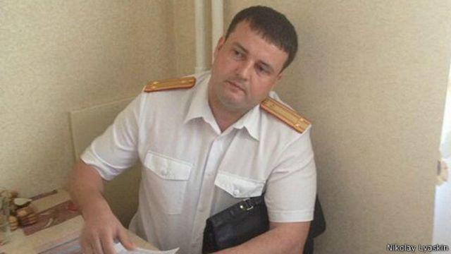 Следователь во время обыска у Николая Ляскина