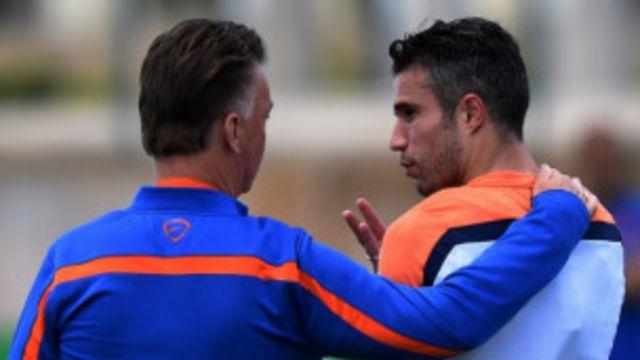 C'était bien parti pour Man U, quand Van Persie a mis à profit, à la 13e minute, sa 1ère titularisation par van Gaal.